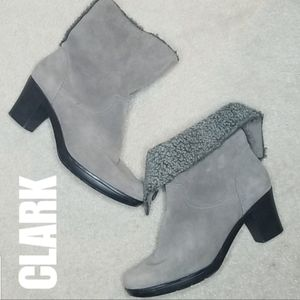 Clarks bendables gray suede ankle bootie